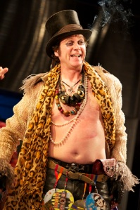 Tony Bell as Autolycus. Photo Manuel Harlan