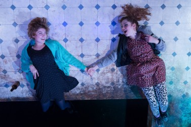 Eden Howard (Jenny) Kate Lassman-Long (Nadine). Photo Manuel Harlan