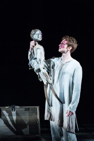 Andrew Rothney as James II. Photo Manuel Harlan